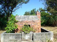 水納島の旧焼却炉 - 一見井戸にも見える焼却炉