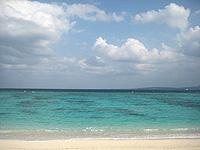 水納港南のビーチ