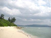 水納島の島南側のビーチ - 岬を回ったところにあります