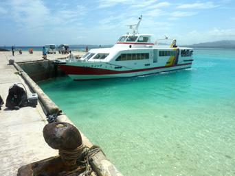 水納島の水納港「桟橋のみのシンプルな港」