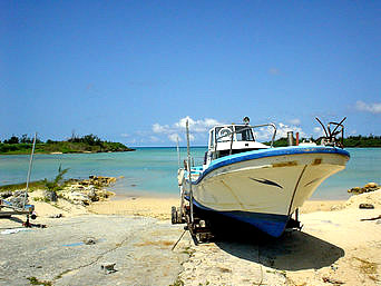 水納島のクロワッサンの内海