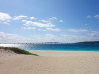 宮古島の与那覇前浜 - 来間大橋が見える場所が前浜らしい