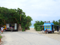 宮古島の新城ビーチ/新城海岸 - 更衣室も仮設で設置!(トイレは以前から仮設)