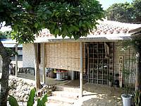 宮古島の島カフェ とぅんからや/太陽が窯 - お土産屋さんも併設