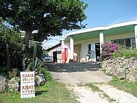 宮古島の島カフェ とぅんからや/太陽が窯 - 工房は奥にあります