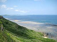 宮古島の比嘉ロードパーク - 北側の景色(遠くに池間島と大神島)