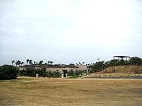 宮古島のシギラ天然温泉 奇跡の泉 - 脇から施設構成を望めます