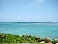 宮古島の西平安名崎 - 池間大橋も一望できます