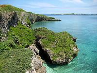 宮古島の西平安名崎 - 崖の近くまで行くと海がさらにキレイ