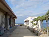 宮古島の宮古島海中公園/シーサイドカフェ海遊 - 違法施設の上にさらに施設?