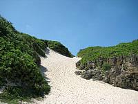 宮古島の砂山ビーチ - 帰りは上りなのでかなりキツイ