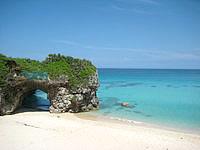 宮古島の砂山ビーチ - 砂山ビーチといえばやっぱりこの岩