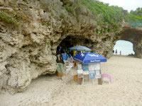 宮古島の砂山ビーチ - 悪質なビーチ内での違法営業が横行する
