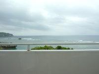 宮古島のカフェ シーショア - 海は望めるが座るとこの程度