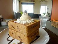 宮古島のカフェ シーショア - ハニートーストはボリューム満点