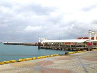 宮古島の平良港マリンターミナル まりんぴあみやこ - 浮き桟橋に発着する定期便はありません