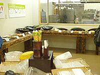 宮古島の島の駅みやこ - 量り売りの総菜コーナー