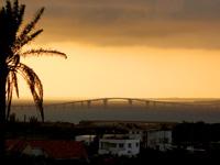 宮古島のカママ嶺公園 - 伊良部大橋も望めます