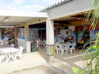 宮古島の食堂ういづ - 裏手のお店入口は宿の出入口でもある