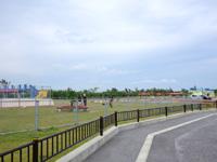 宮古島のパイナガマ公園 - 遊歩道をぐるりと回るとビーチ