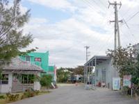 宮古島の海辺のカフェ 食堂イラヨイ/Irayoi - 隣が宿、目の前が雪塩工場です