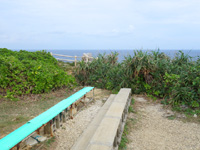 宮古島の東平安名崎見晴台 - ベンチがあるけど景色は望めない
