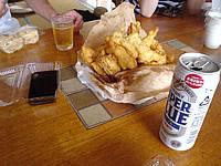 宮古島のよしこ食堂 - 魚の天ぷらとビールがよく合います