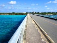 宮古島の来間大橋 - 宮古島側の方が海の色は綺麗