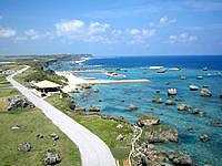 宮古島の平安名崎灯台 - 灯台上から北側の海を見る