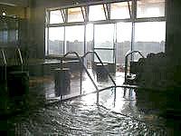 宮古島の宮古島温泉 - 湯船はまぁそこそこあります