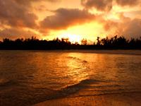 宮古島のクウラビーチ/久浦ビーチ - 近くに高台がないので朝日が望めるかも?