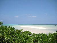 宮古島の池間大橋展望所 - 干潮時には沖に砂浜が現れるかも?