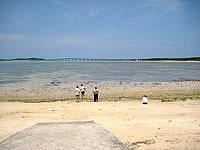 宮古島の西の浜 - ビーチというか港脇の浜って感じ