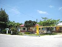 宮古島の西の浜 - 浜だけどお店はしっかりあります