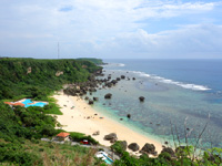 宮古島の保良泉ビーチ/ボラガービーチ - 展望台から見る全景が一番かも?