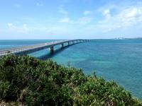 宮古島の伊良部大橋 宮古島側 - 伊良部大橋全景を屋上から