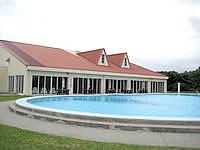 宮古島のリフレッシュパークプール - 屋外プールと屋内プールの構成