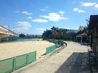 那覇の波の上ビーチ - 波上宮を挟んでビーチが点在