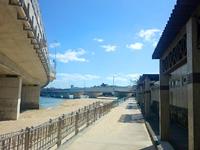 那覇の波の上ビーチ - 三重城側は遊泳禁止だが施設が多い?