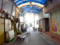 那覇の栄町市場 - 東側・首里側から入るとこんな感じ