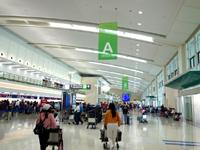 那覇の那覇空港国際線ターミナル - 連結ターミナルへ移転したチケットカウンター