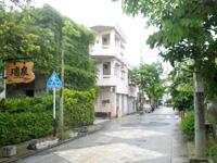 那覇の瑞泉通り/馬場通り/サガリバナ並木/瑞泉酒造の写真