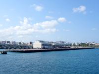 那覇の那覇港大型旅客船バース