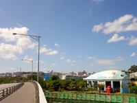 那覇の漫湖公園/壺川側/鏡原側 - 巨大なクジラのモニュメントには秘密が