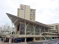 那覇の沖縄県立図書館 - カフーナ旭橋の3階から6階までが図書館