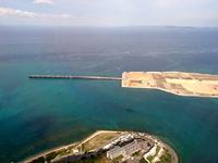 那覇の那覇空港第2滑走路/埋立地 - 瀬長島からの景色台無し