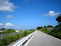 南部のニライカナイ橋 - 自衛隊の脇の道を行くと展望台