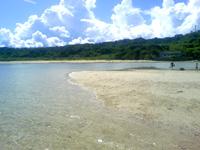 南部の百名ビーチ - 干潮時は沖に砂浜が出ることも!?