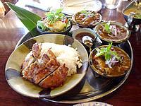 南部のカフェくるくま - カレーとハーブ料理が有名
