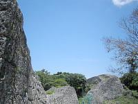 南部の糸数城跡 - 城趾の中はこんな感じ
